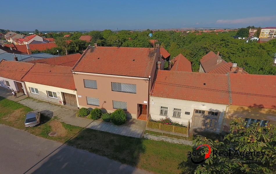 RD 6+2/ JÍDELNA, 2X VERANDA, POZEMEK 1211 m², UŽITNÁ PLOCHA 275 m²