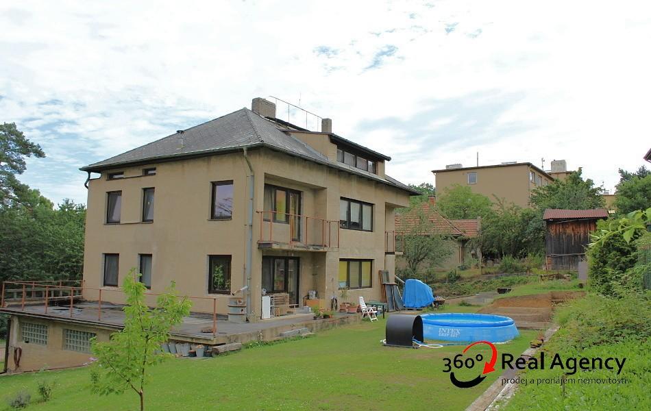 Rodinný dům 6+2/3xlodžie, 1x balkon, pozemek 865m2.