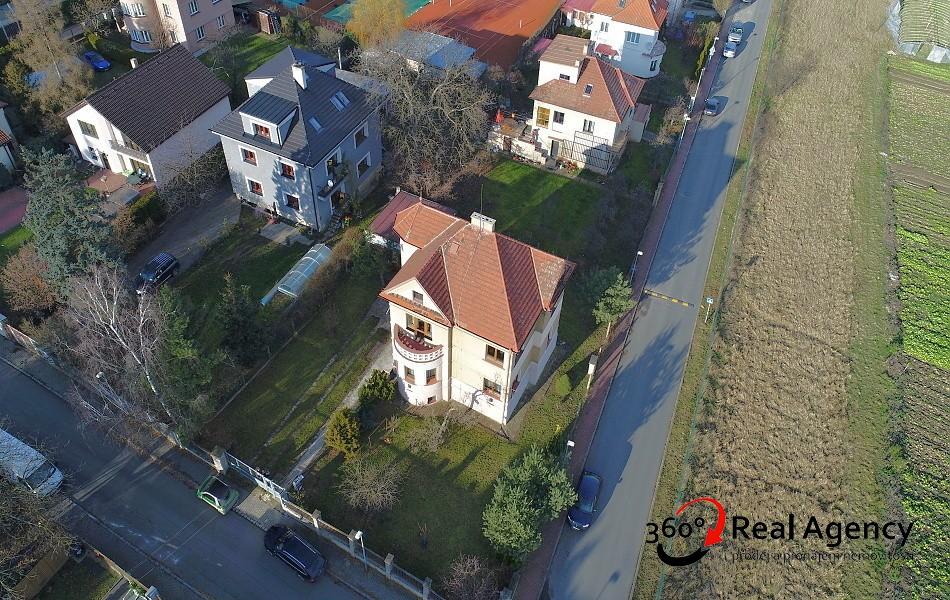 Byt na pronájem v rodinném domě, 3+kk,72m2, sklep 10m2, garáž 17m2, možnost využívat zahradu, Praha – Velká Chuhle.