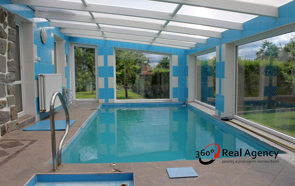 Prodej pěkného rodinného domu, bazén,  OV, 5+1, 224 m², pozemek 722 m², Tábor.
