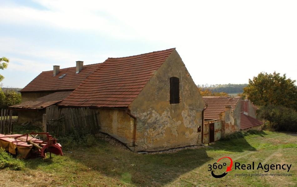 Hospodářské stavení (vedený jako RD), na pozemku 698m2 v obci Ředhošť.