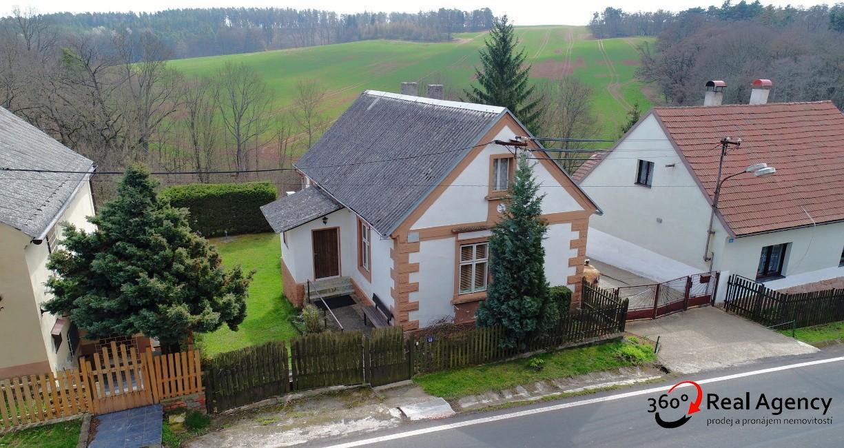 Prodej pěkného RD, 2+1/Terasa, 76 m2, na pozemku 1297 m2.