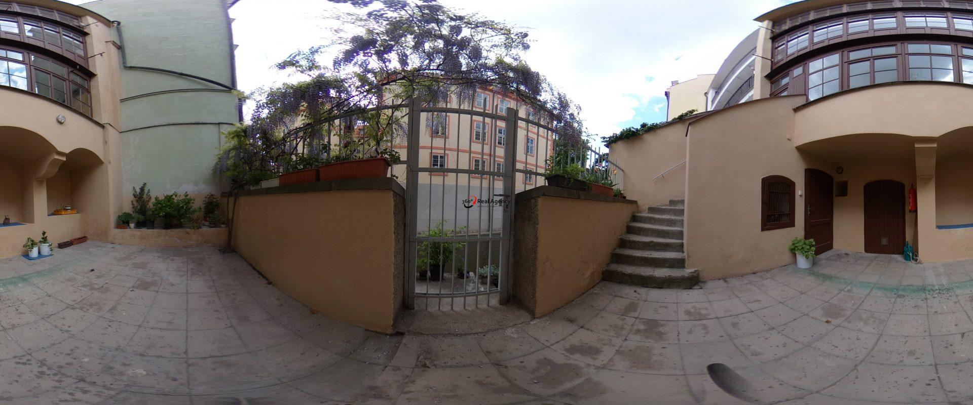 Prodej bytu 2+kk 78 m², Praha 1 Malá Strana.