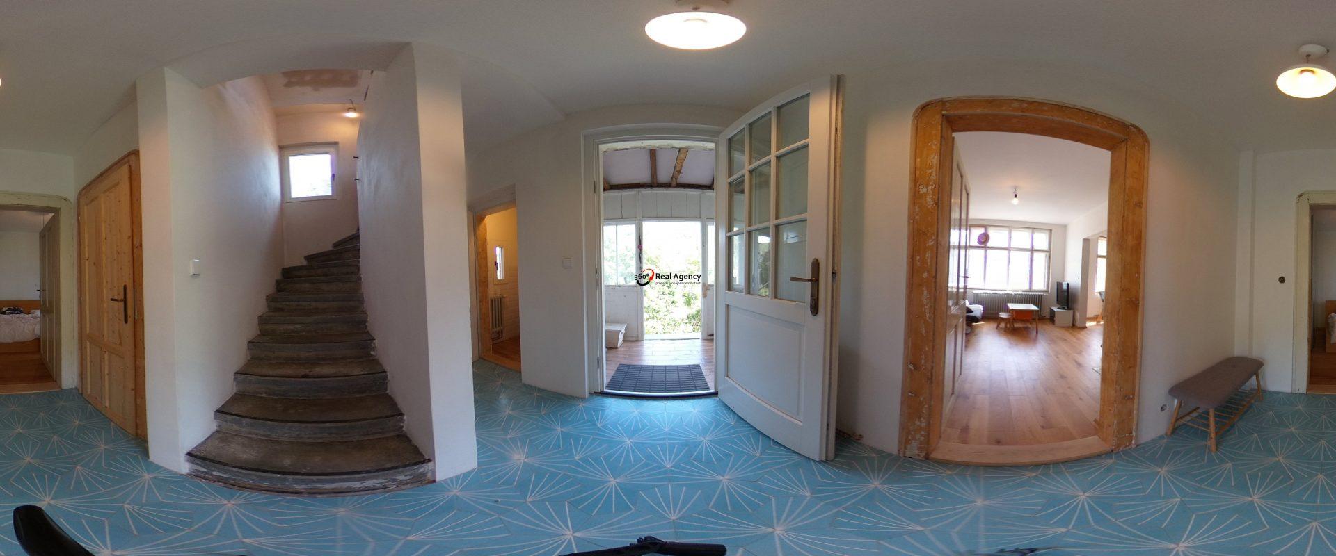 RD 4+1 s verandou 115 m2, pozemek 627 m2 v Měchenicích.