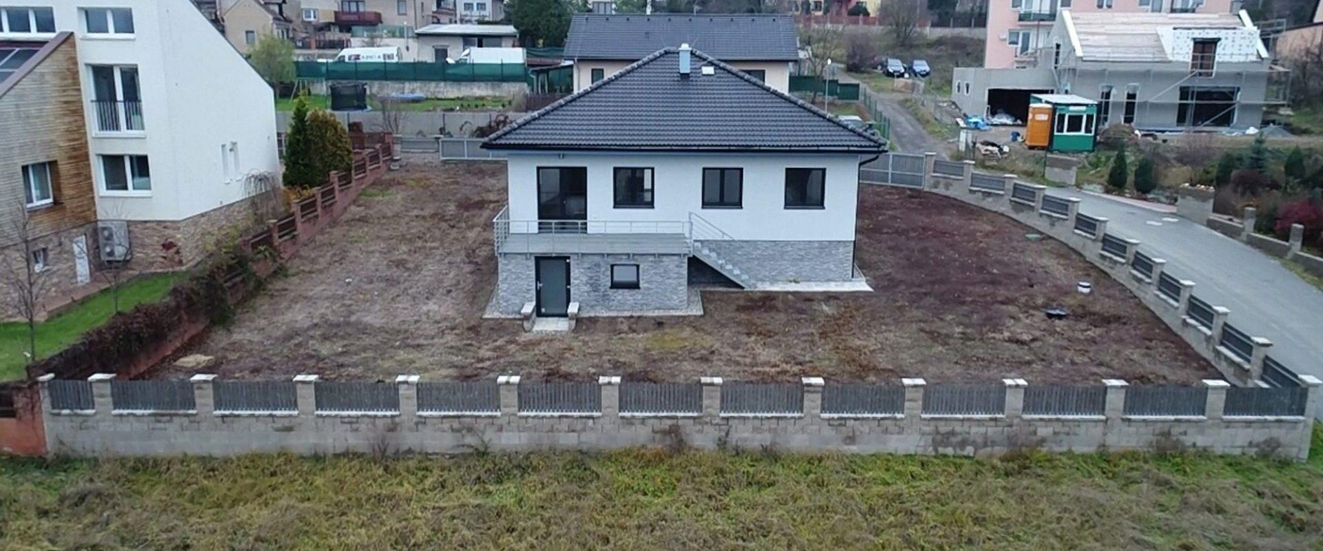 RD -Novostavba, Bungalov 4+1, 141 m2 na pozemku 901 m2, Klínec.