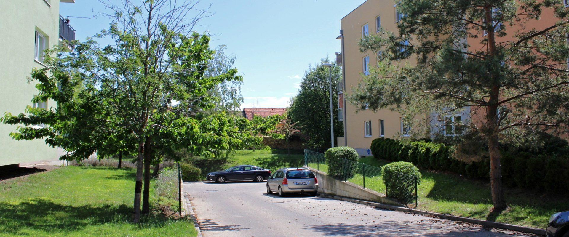 3+kk/L, 89 m2, dům vedle parku, OV – lze hypo, Praha 9 Čakovice.