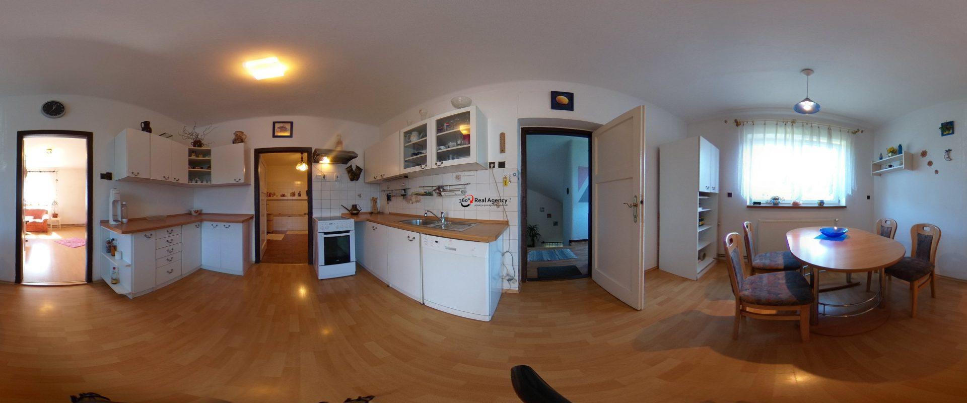 Prodej rodinného domu 295 m², pozemek 1 632 m². Plánice u Klatov.