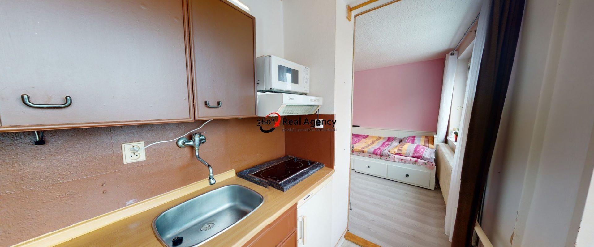 Prodej bytu 1+kk/sklep 30 m², Tunelářů, Praha 5 – Zbraslav.